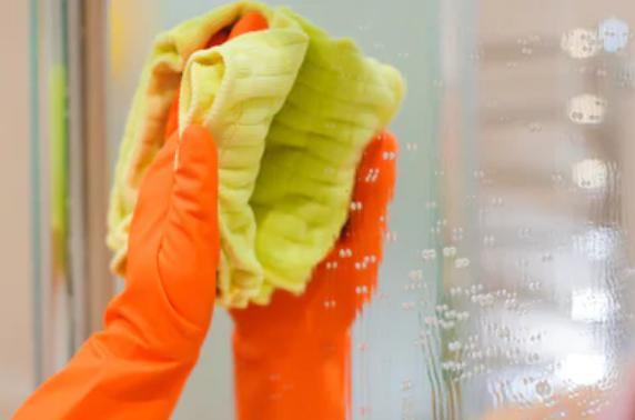 طريقة تنظيف المرآه